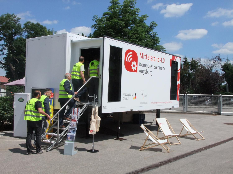 Mittelstand 4.0-Mobil beim Wirtschaftsdialog bei Grenzebach