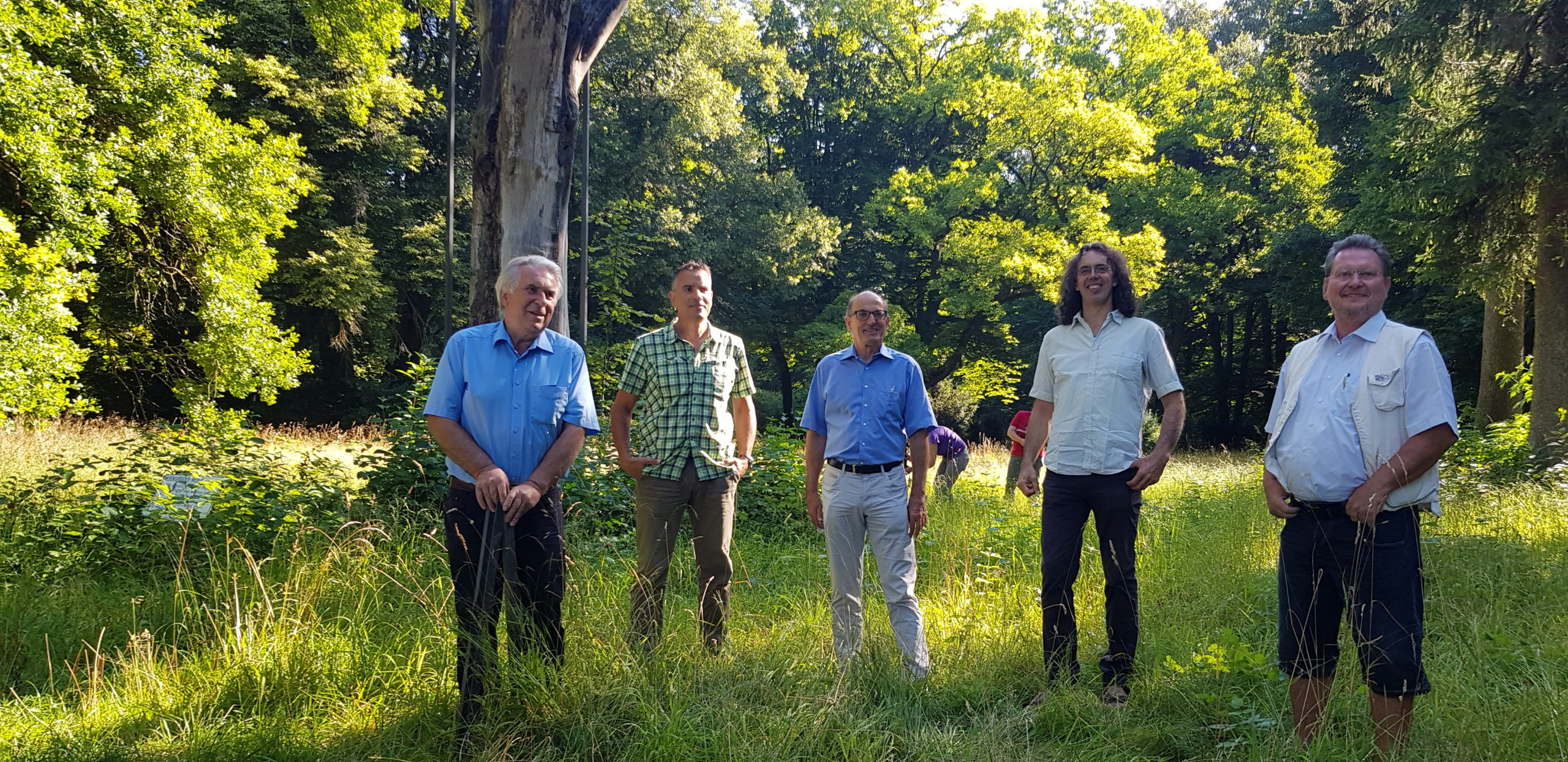 Gruppenbild zu Vom Windrad zur Baumstütze: Recyceltes Carbon rettet Bäume