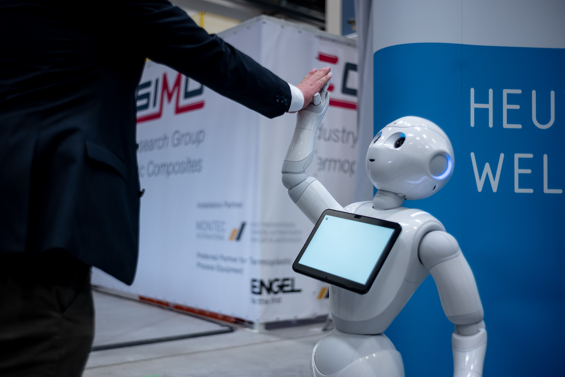 Mensch und Maschine beim Technologietransfer-Kongress in Augsburg