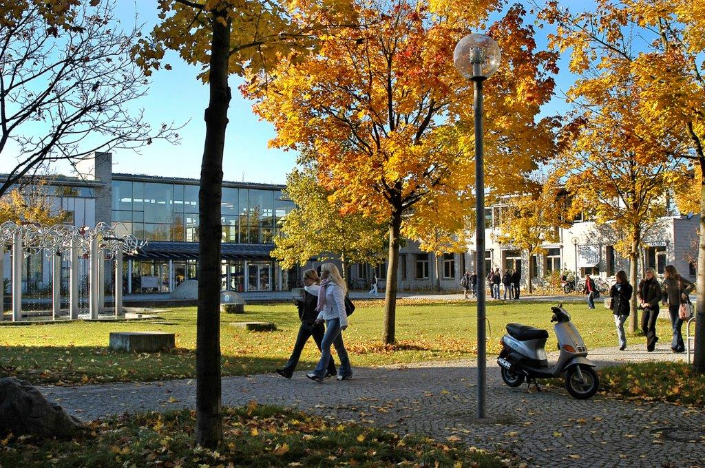 Die Universität Augsburg erhält zusätzliche Ressourcen vom Freistaat Bayern und kann damit ihr Forschungsprofil weiter stärken.