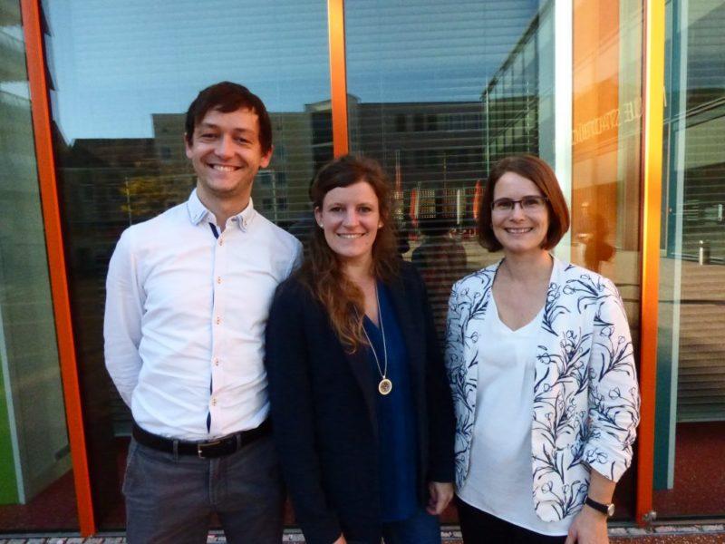 Die Bildungsberater*innen im A3-Verbund: v. links: Goran Ekmescic (Stadt Augsburg), Nicole Matthes (Landkreis Aichach-Friedberg), Petra Renger (Landkreis Augsburg)