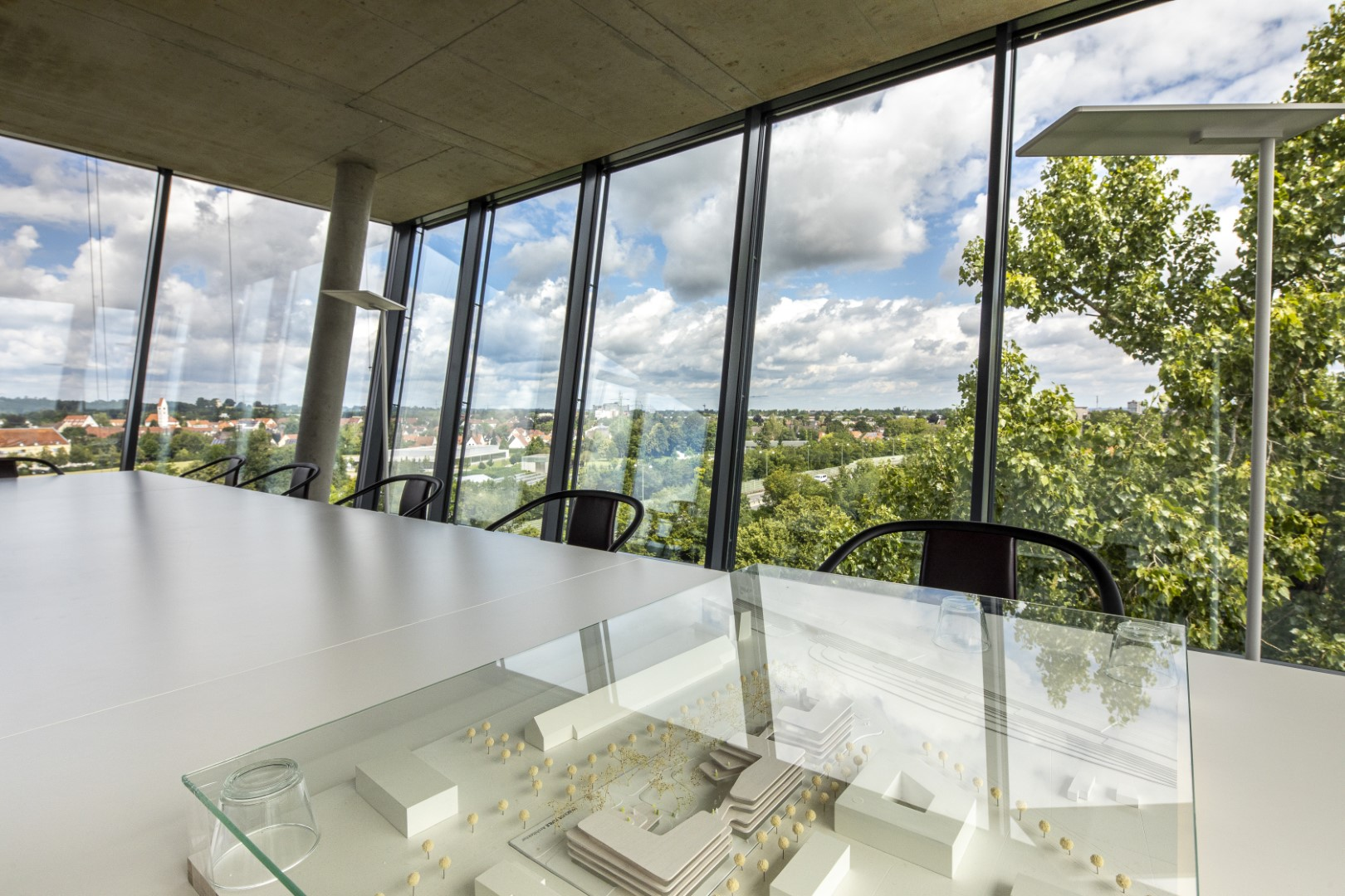 ECO Office GmbH & Co. KG: Ausblick vom Sheridan Tower mit Modell des Sheridan Campus