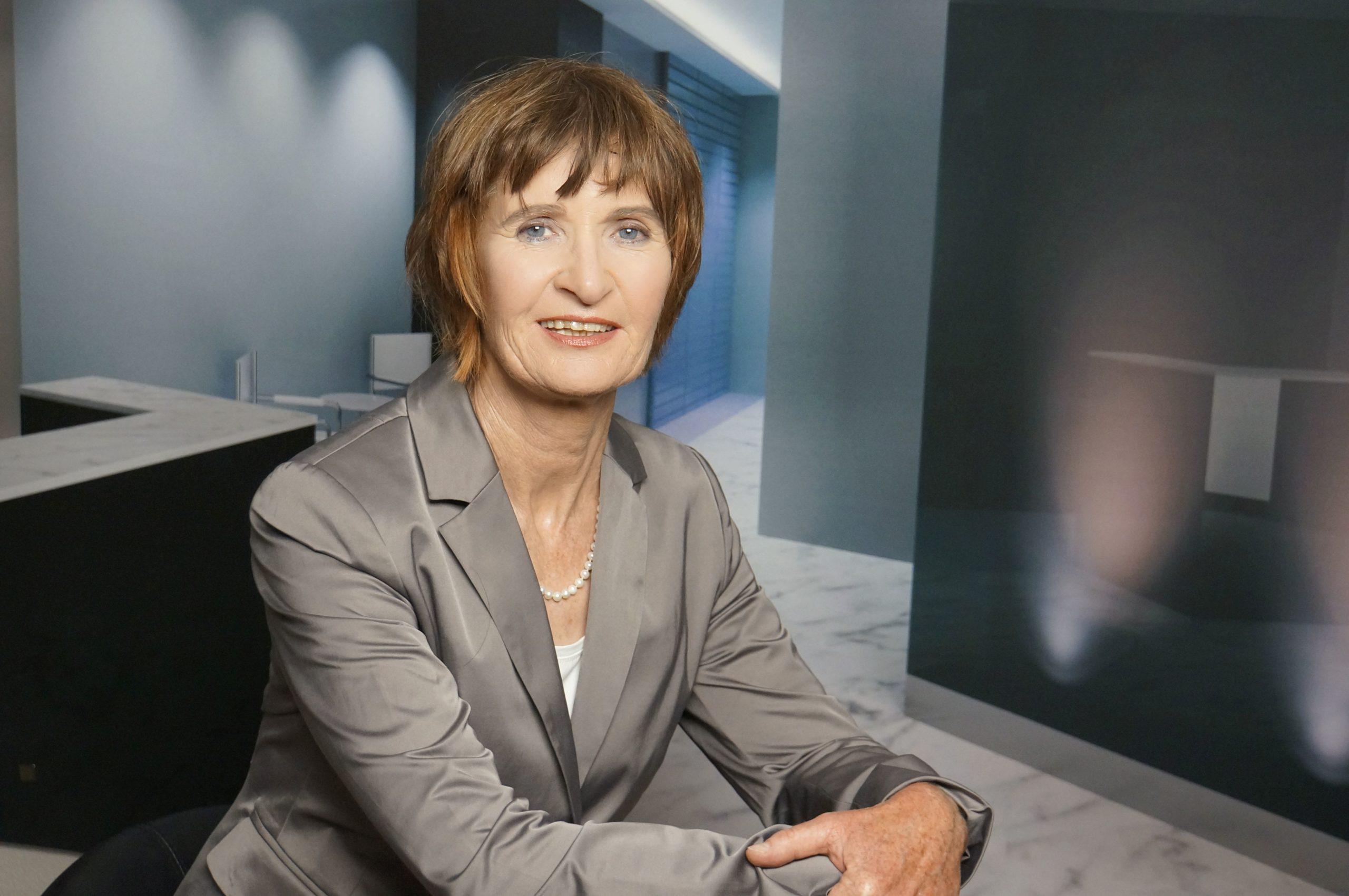 Elisabeth Namiri AES