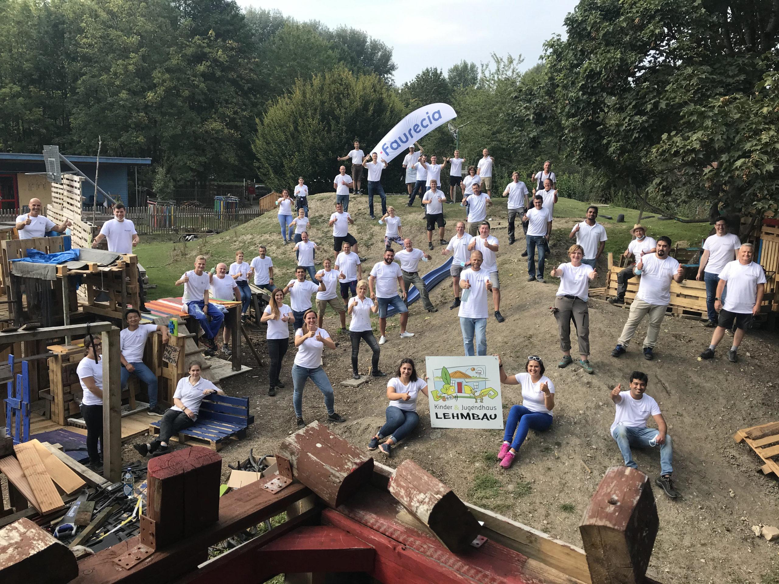 Faurecia unterstützt Augsburger Kinder- und Jugendhaus Lehmbau