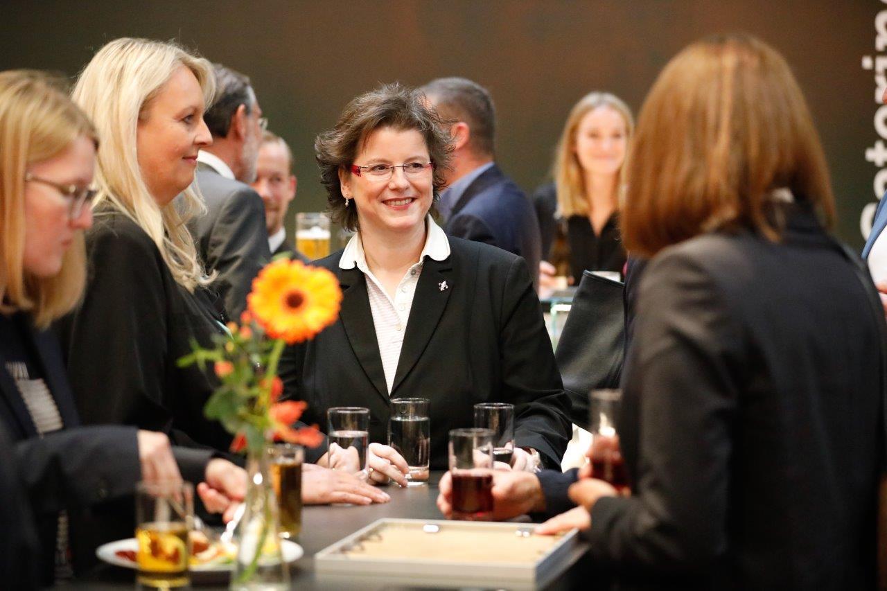 Ein starkes Netzwerk: Produktives Zusammenarbeiten zahlreicher Akteure zeichnet die Region A³ aus. Bild: Regio Augsburg Wirtschaft GmbH/Ingo Dumreicher
