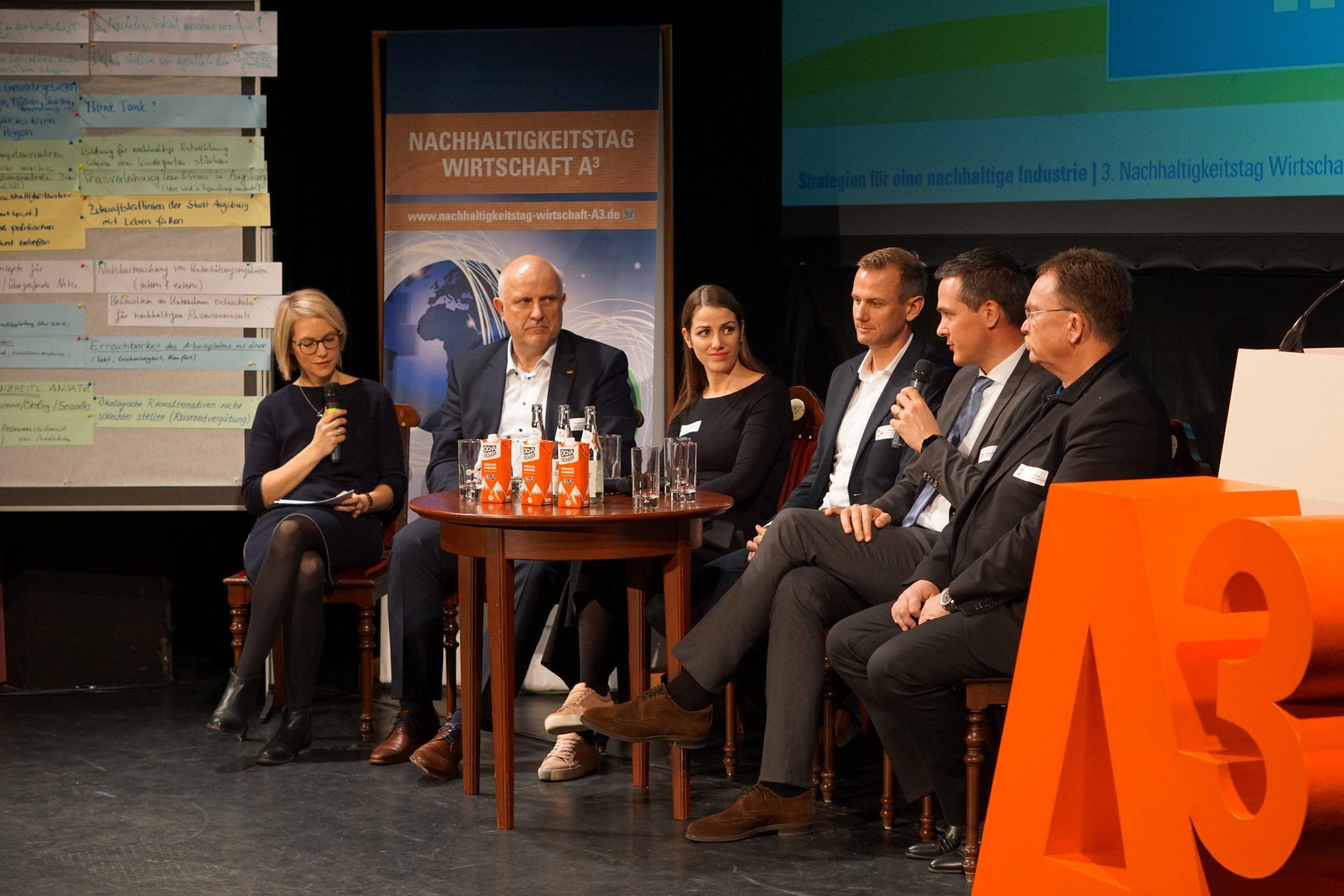 Unternehmensvertreter diskutierten bei einer Podiumsdiskussion die erarbeiteten Ergebnisse am Nachhaltigkeitstag Wirtschaft 2019.