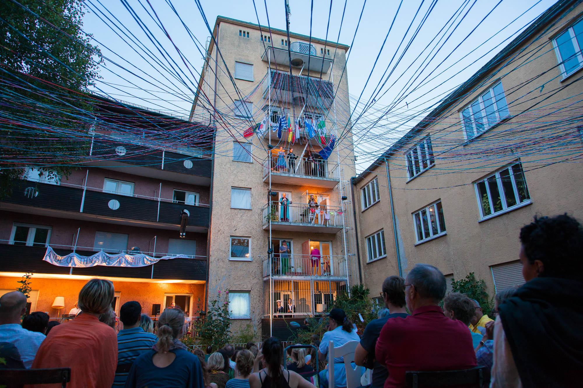 Balkontheater als Beitrag zum Friedensfest 2013
