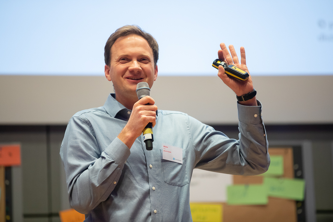 Felix Georg Müller (plus10) konnte mit seinem Pitch im Finale der Startup Challenge des Wettbewerbs Fabrik des Jahres überzeugen