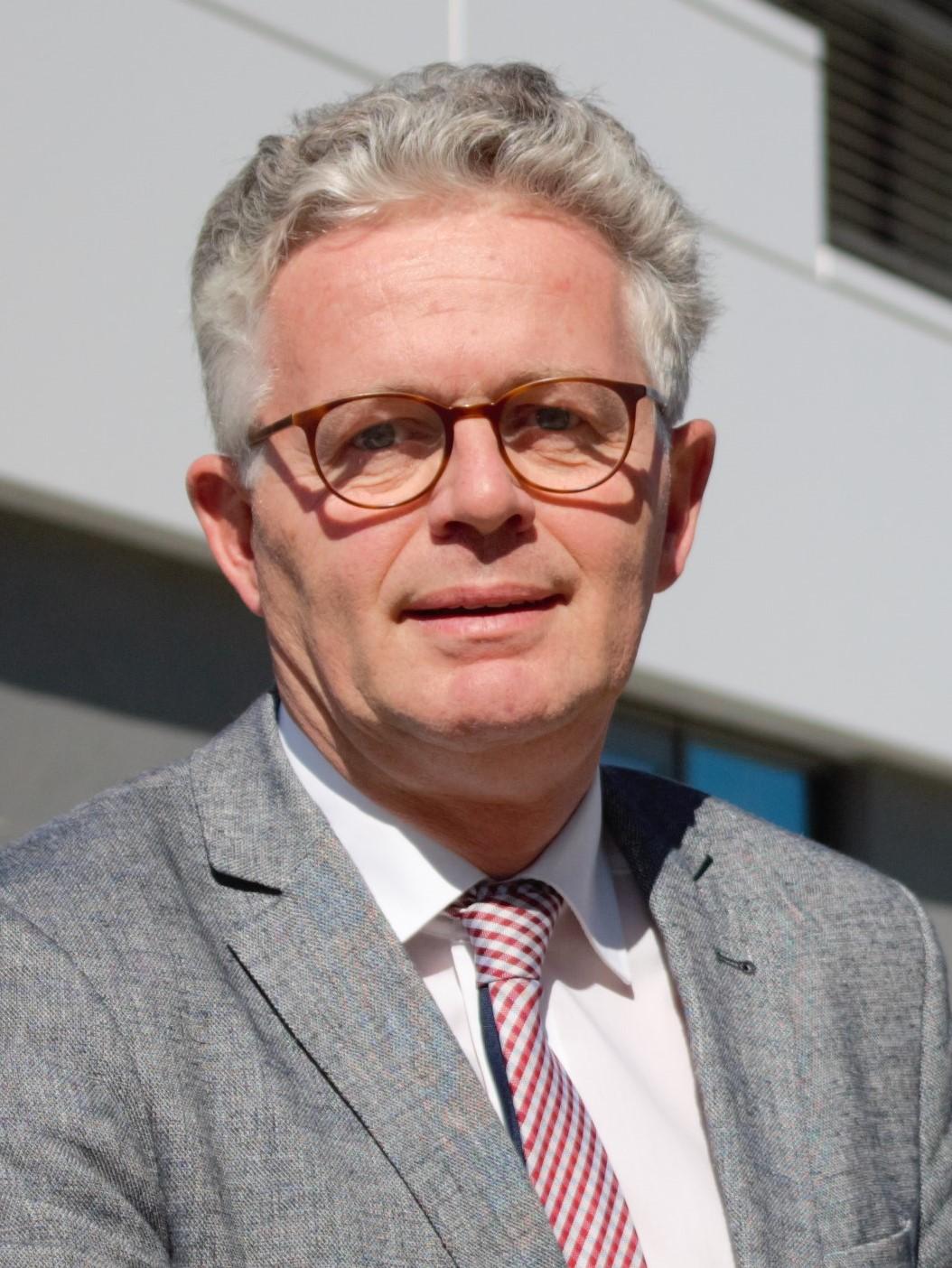 ITA-Geschäftsführer Dr. Stefan Schlichter gibt Einblicke in die KI als wichtigen Baustein für die Wettbewerbsfähigkeit der Vliesstoffindustrie