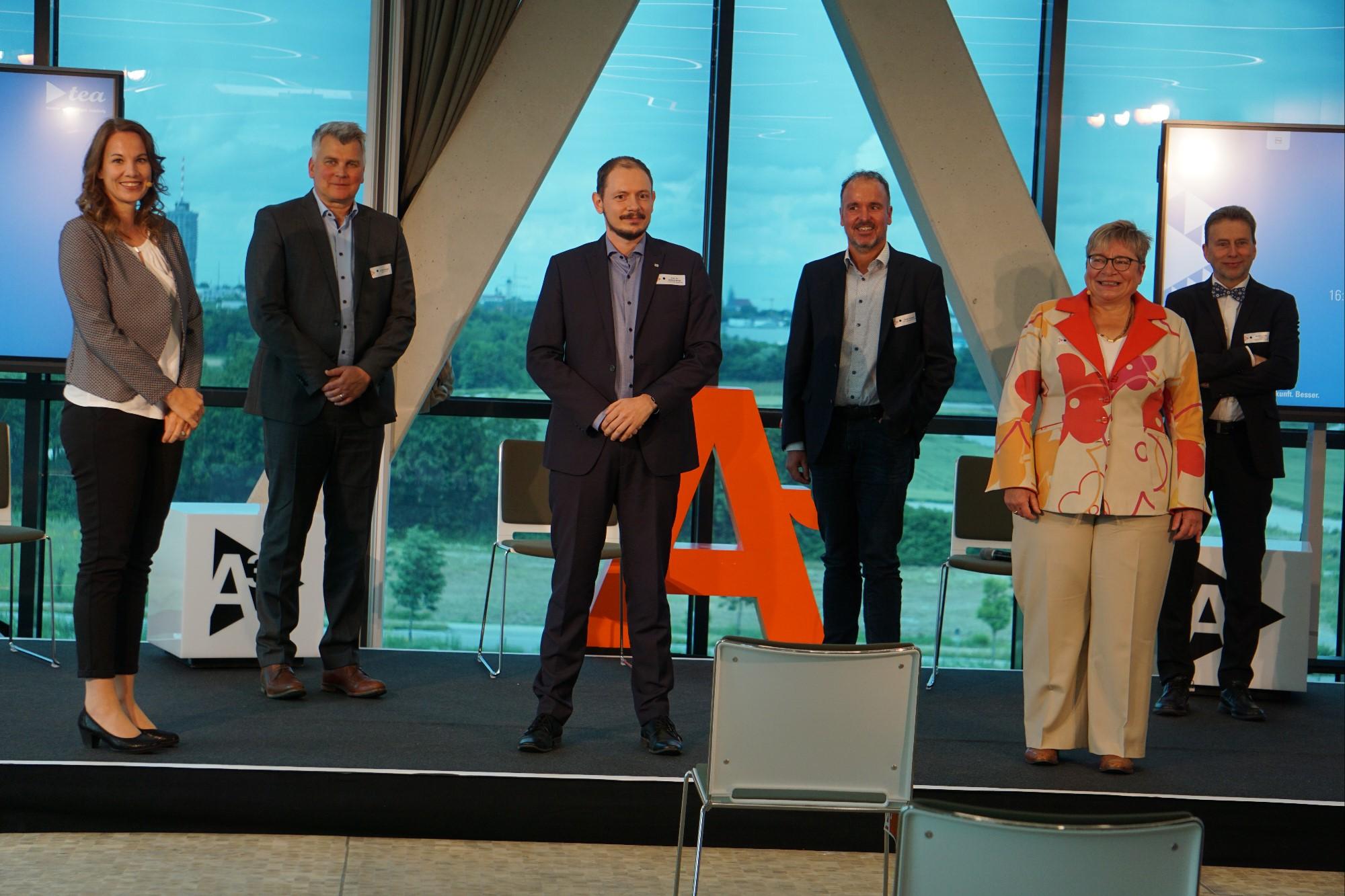 Podiumsdiskussion Innovation A³: Zukunftspersperktiven: Andrea Wenzel, Dr. Ralf Koeppe, Prof. Dr. Markus Sause, Stefan Schimpfle, Prof. Dr. Martina Schraudner, Wolfgang Hehl